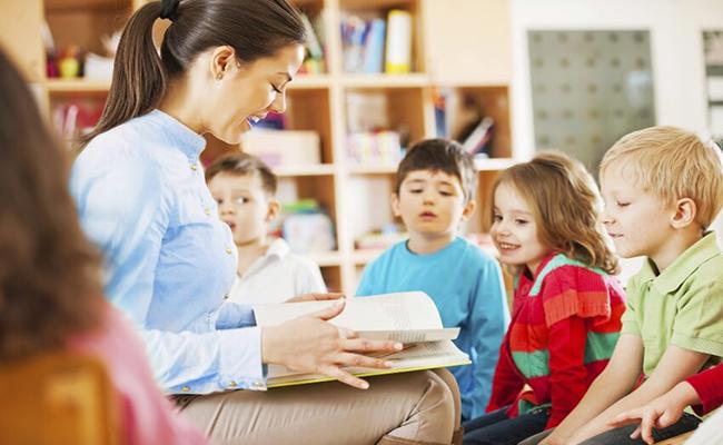 Nên chọn mua bảo hiểm cho bé liên kết giáo dục