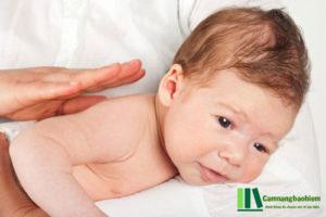 Cách chữa trẻ sơ sinh bị nấc cục nhanh nhất, tiện nhất